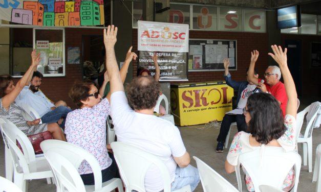 Assembleia da ADUSC aprova adesão à campanha contra o fascismo em defesa da democracia