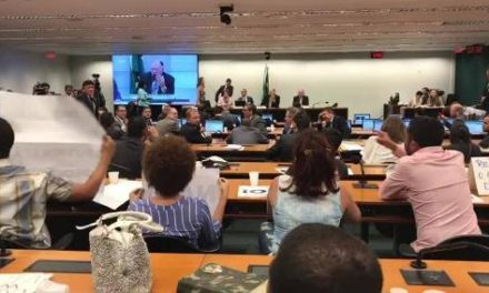 Arquivamento do projeto Escola Sem Partido é vitória da resistência à censura