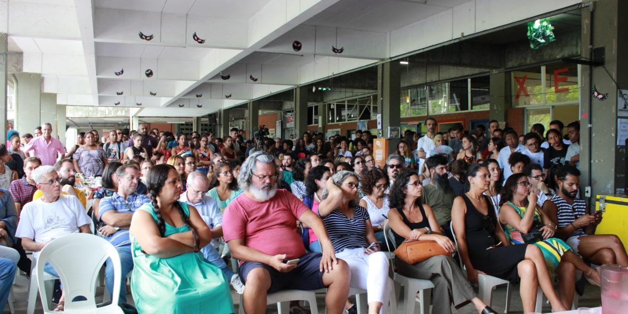 UESC: Professores e professoras aprovam greve em assembleia da ADUSC