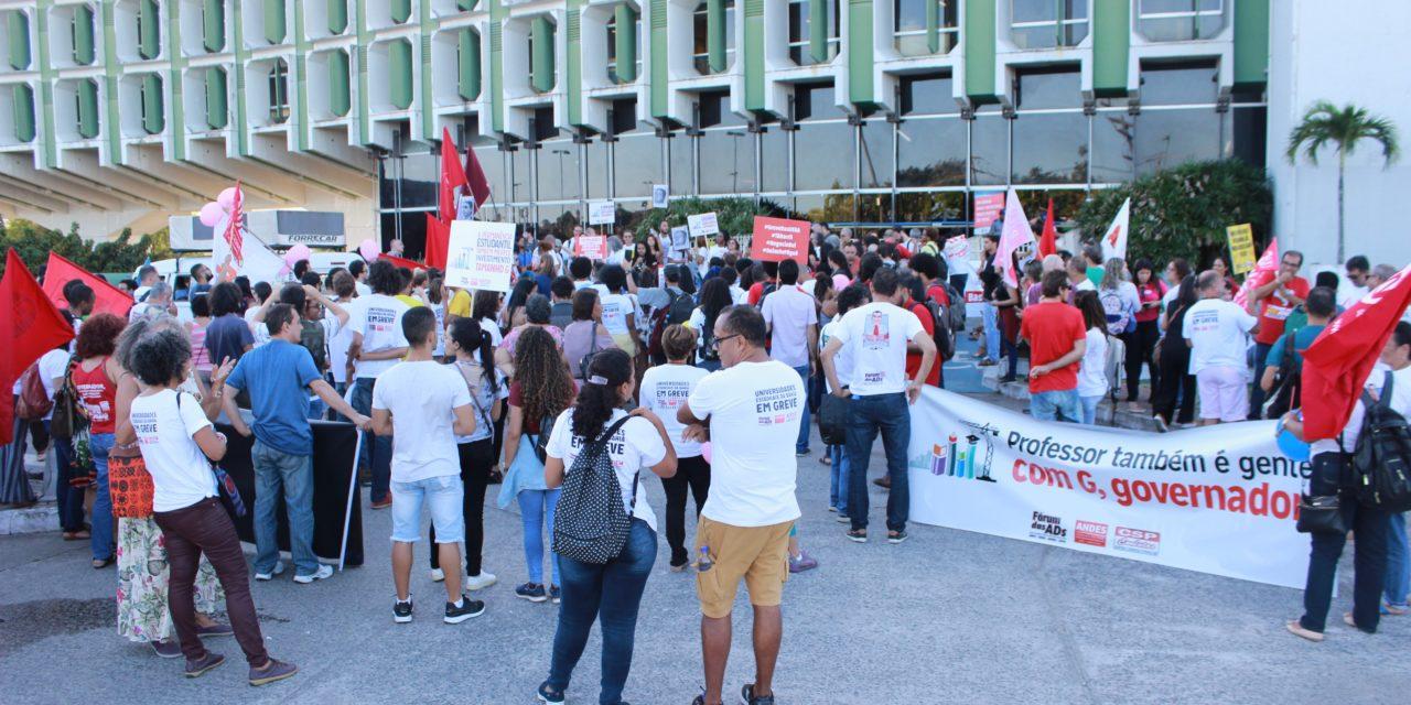 Comunidade Acadêmica ocupa Secretaria de Educação e exige negociação
