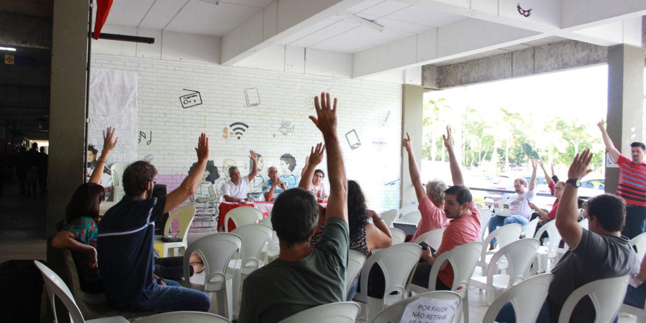 Assembleia define estratégias em defesa da autonomia universitária e dos salários