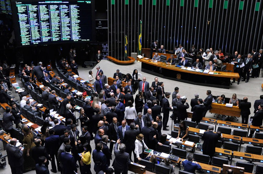 Câmara aprova texto-base da contrarreforma da Previdência em 2º turno