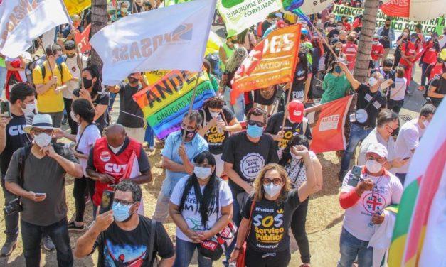 Todas as capitais e pelo menos outras 60 cidades brasileiras têm atos contra a PEC 32 e pelo Fora Bolsonaro