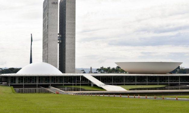 Congresso derruba veto de Bolsonaro e retoma proibição de despejos na pandemia
